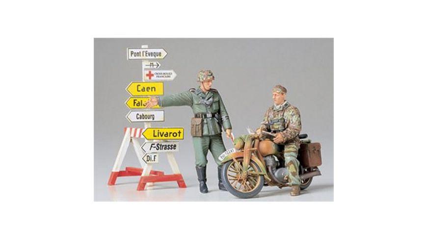 Tamiya 300035241 Militaer 1 35 Diorama Set Motorrad mit Wegweiser