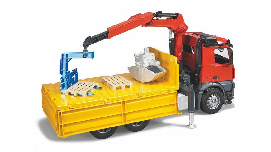 BRUDER MB Arocs Baustellen LKW mit Kran Schaufelgreifer und 2 Paletten 03651