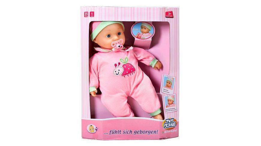 Mueller Toy Place Baby fuehlt sich geborgen