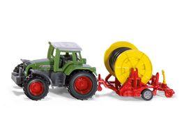 SIKU 1677 Super Traktor mit Bewaesserungshaspel