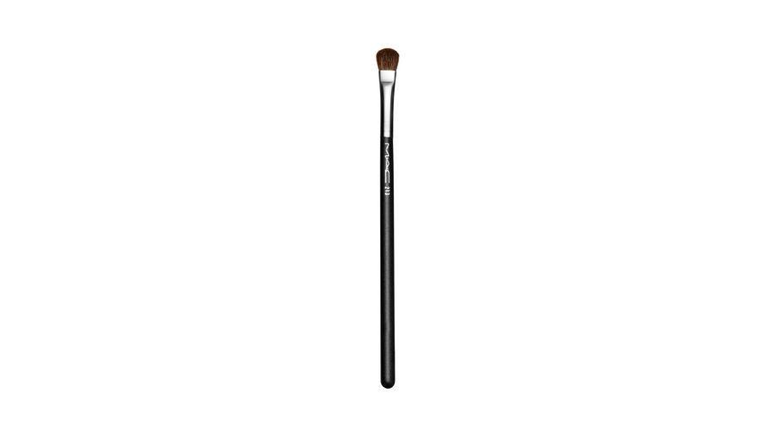 MAC Fluff Brush
