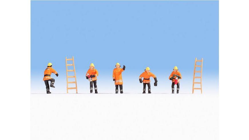NOCH N 36022 N Feuerwehr orange Schutzanzuege 5 Figuren 2 Leitern
