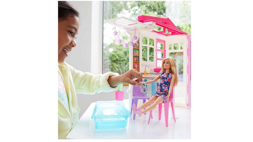 Mattel Barbie Ferienhaus mit Moebeln und Puppe