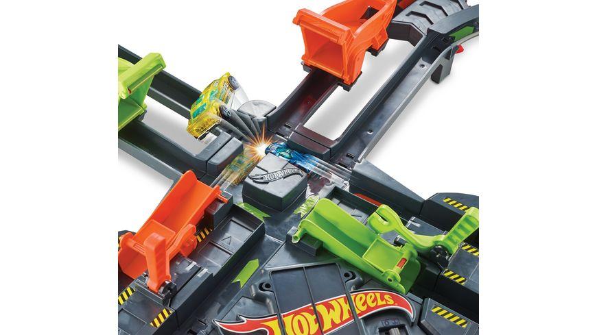 Mattel Hot Wheels Super Mega Crash