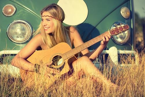Festival frau mit Gitarre