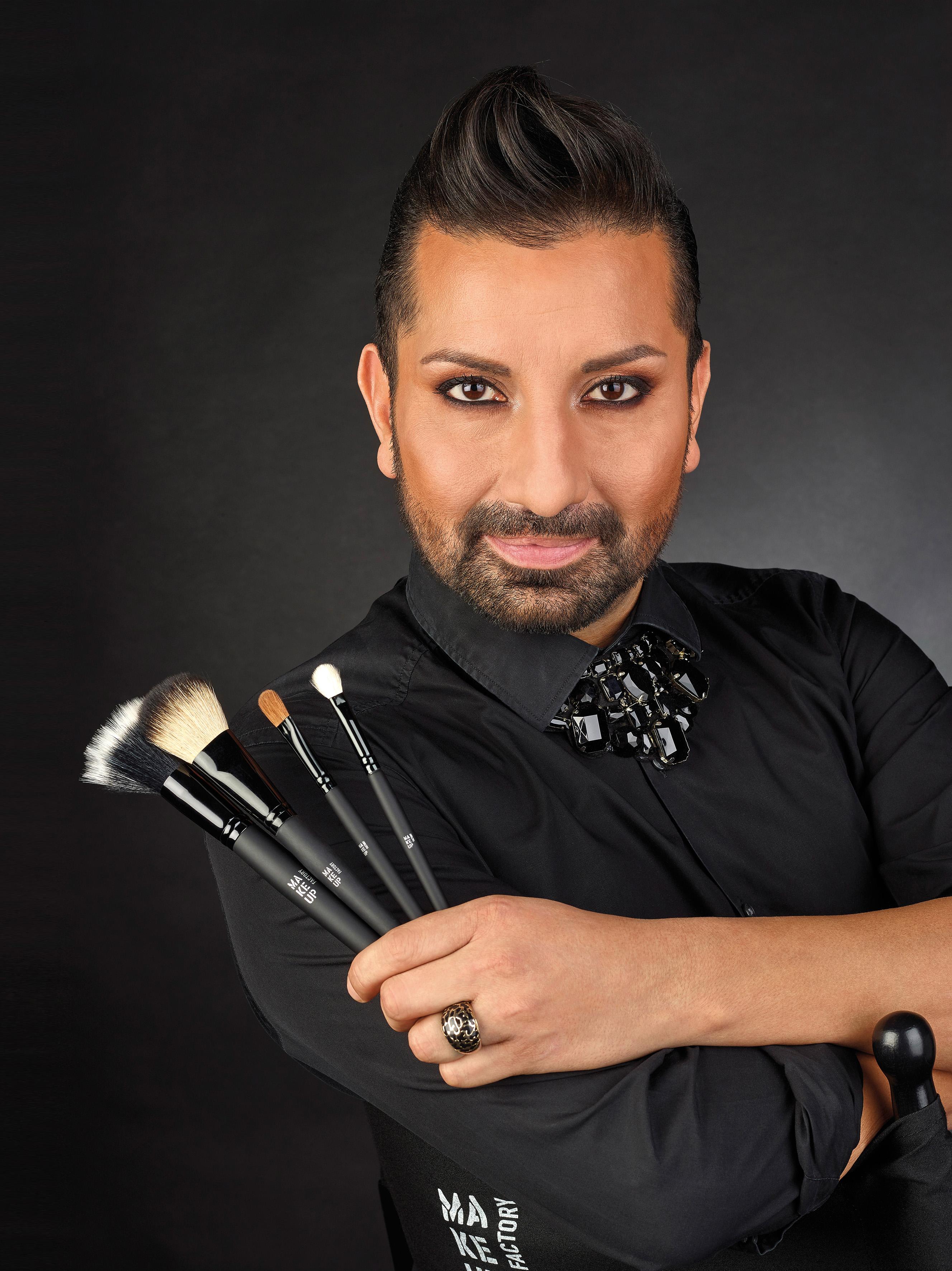 Star-Visagist Diego von Make up Factory