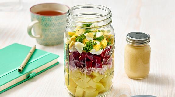 Kartoffel-Schüttelsalat mit Buttermilch-Dressing und Roter Bete