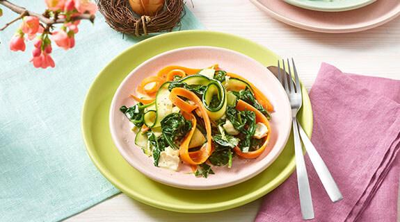 Gemüsenudeln in Spinat-Camembert-Sauce