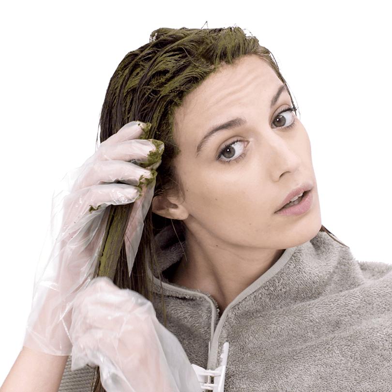 Paste im Haar verteilen