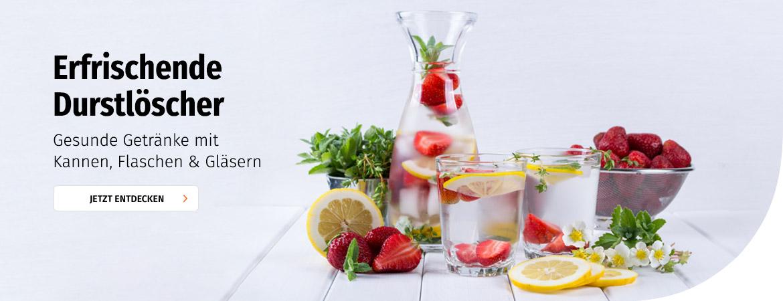 Gesunde Getränke mit Kannen, Flaschen & Gläsern