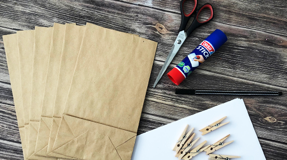 Materialien zum Basteln eines Adventskalenders
