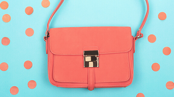 Bolso en el color Living Coral