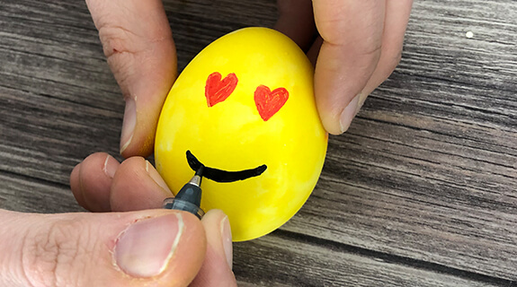 Emoji-Eier - Gesichter malen