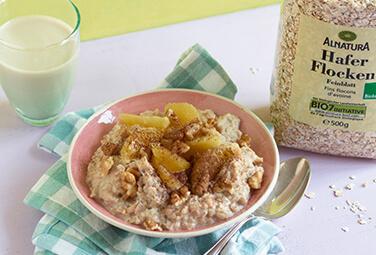 Porridge mit Walnüssen und Orange