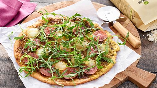 Salamipizza mit Blumenkohl-Boden
