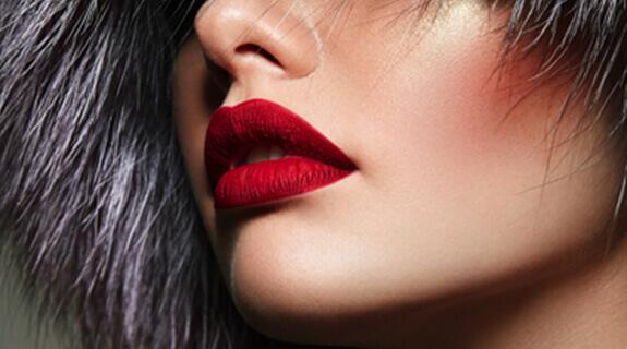 Make Up in der Trendfarbe