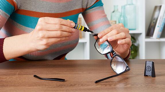 Brille mit UHU Led-Light Booster kleben